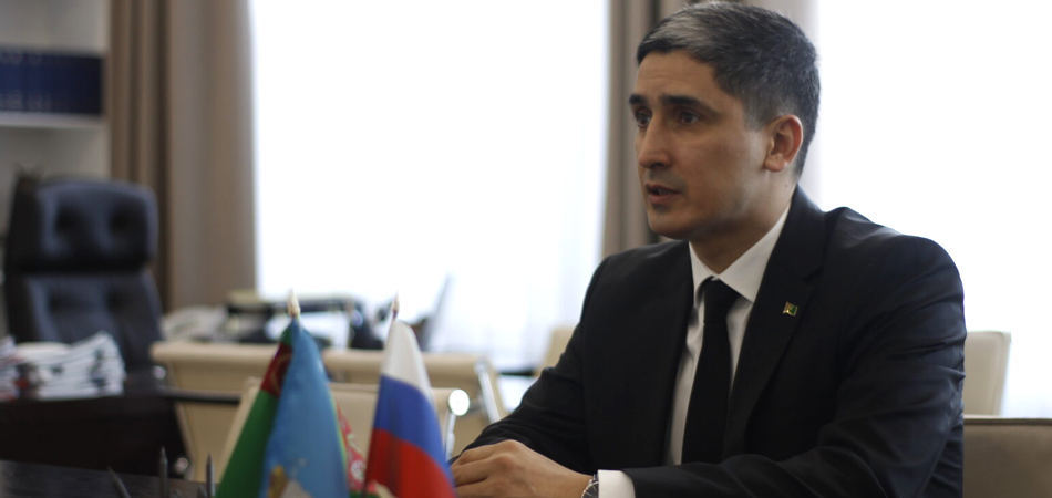 Туркменский дипломат объяснил проблемы с денежными переводами «тяжелым положением» Туркменистана