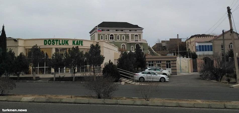 В Туркменбаши после карантина начали открываться кафе и рестораны.