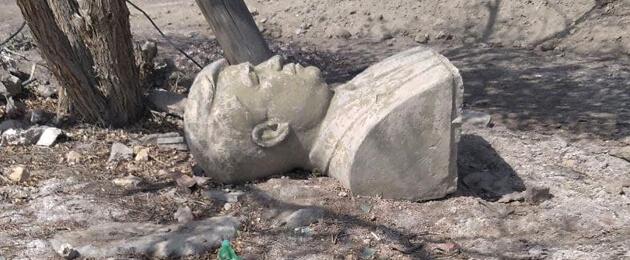 На свалку истории? Бюст первого президента Туркменистана Ниязова выброшен за ненадобностью