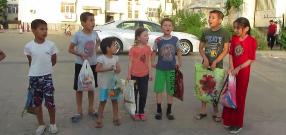 В Туркменистане наступает пост Ораза. Наблюдатели отмечают рост числа детей, просящих еду и деньги