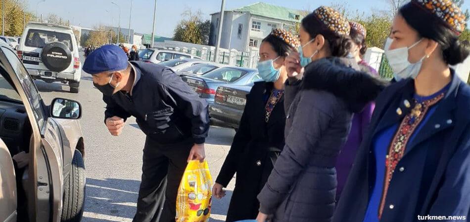 В Туркменистане на треть подорожали услуги частных такси