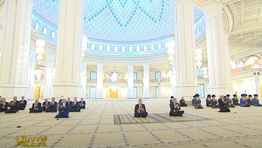 Президент Узбекистана поучаствовал в садака в Туркменистане