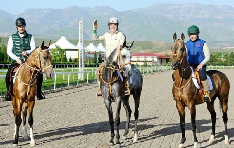 Бердымухамедов уступил сыну звание главного коневода Туркменистана