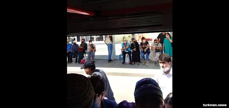 В день 140-летия Ашхабада на некоторых маршрутах не хватало автобусов