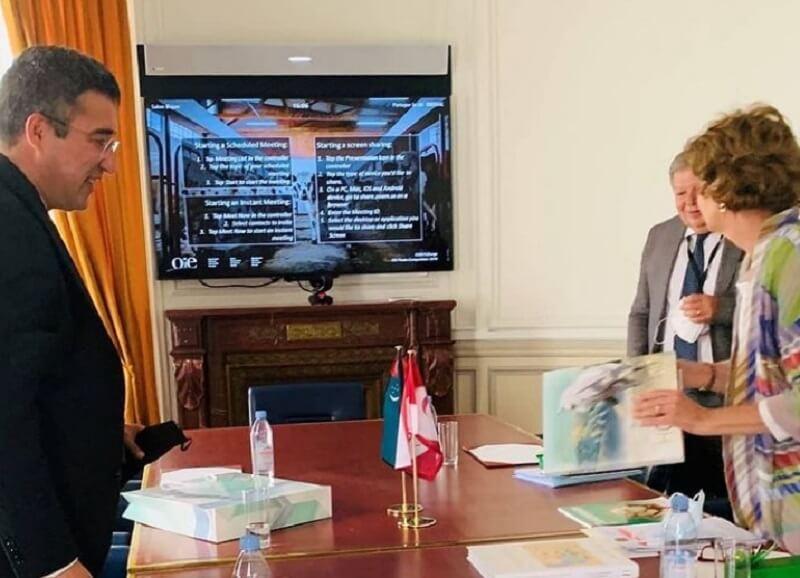 Посла Туркменистана во Франции заподозрили в насилии над женой и дочерью