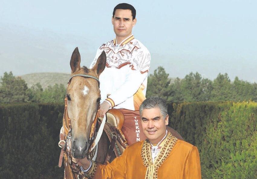Президент Туркменистана благословил коня своего сына