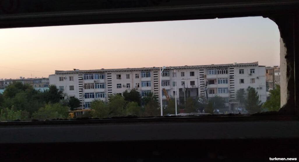 Когда гром грянул. Жители Туркменабада беспокоятся о безопасности своих домов