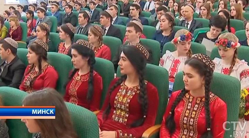 Туркменские студенты зарубежных вузов не могут выехать на учебу