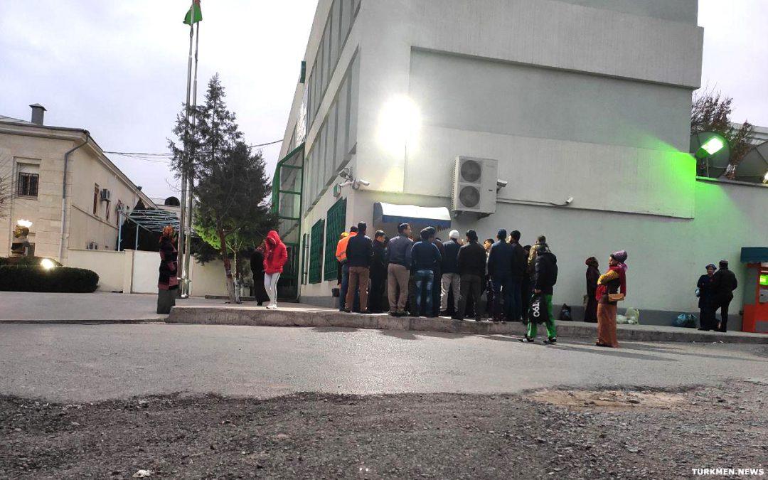 В школах и детских садах Туркменабада установят «зарплатные» банкоматы