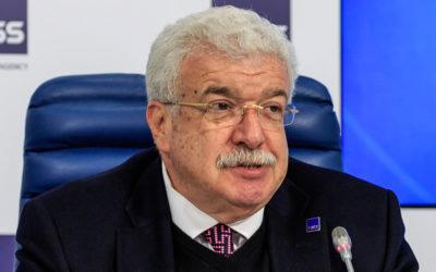 Туркменистан пригласил журналиста Михаила Гусмана и послал за ним самолет. Но не пустил в страну и отправил обратно