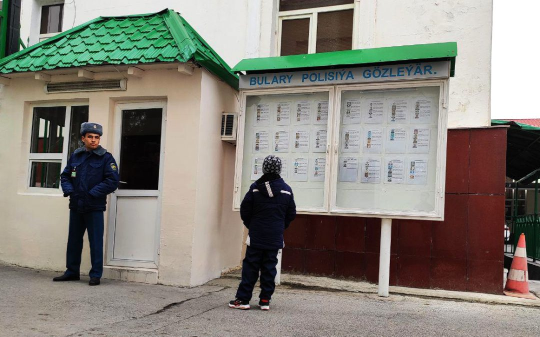 В полицейском изоляторе в Туркменабаде содержатся около 30 обвиняемых в гомосексуальных связях