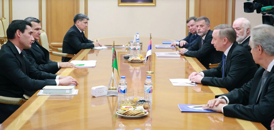 Российскую делегацию встретили в Туркменистане перевернутым флагом